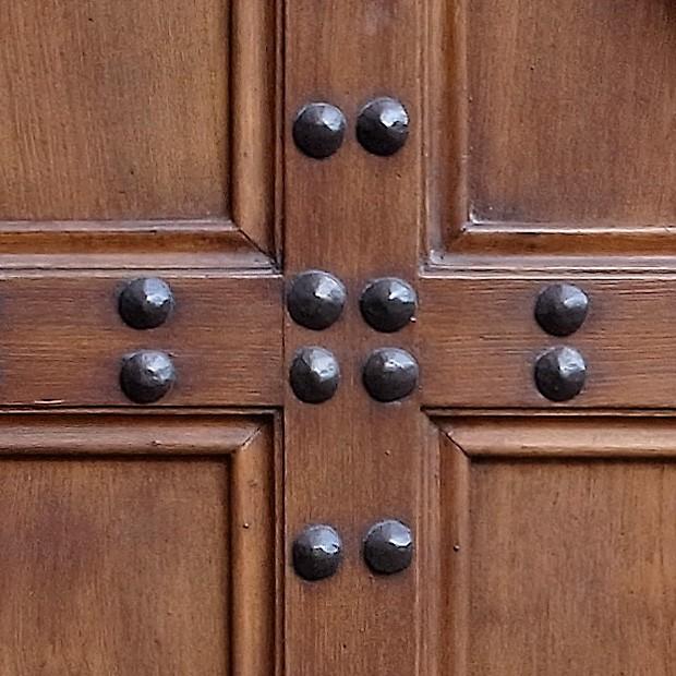 100% proof (5000px) & Door photo 014: Old Florentine wooden entrance door - Square Texture