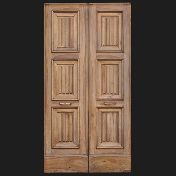 door photo Separator & Door photo 027: Classical Italian wooden front door - Square Texture