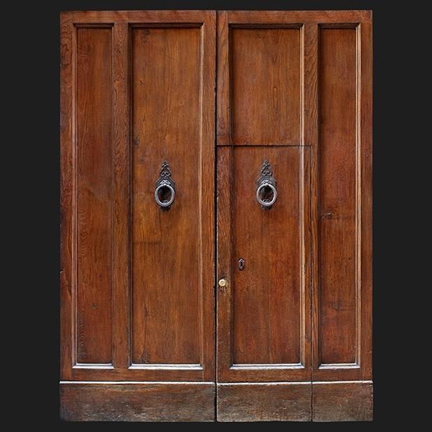 Door photo 036: Old Italian wooden street gate - Square ...Old Door Texture