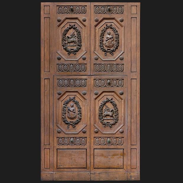 door photo Separator & Door photo 037: Historic Italian wooden carved door - Square Texture